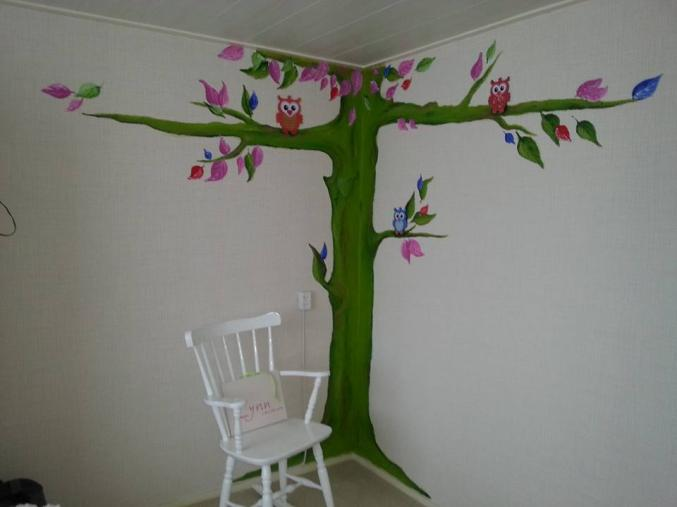 muurschildering boom met uilen